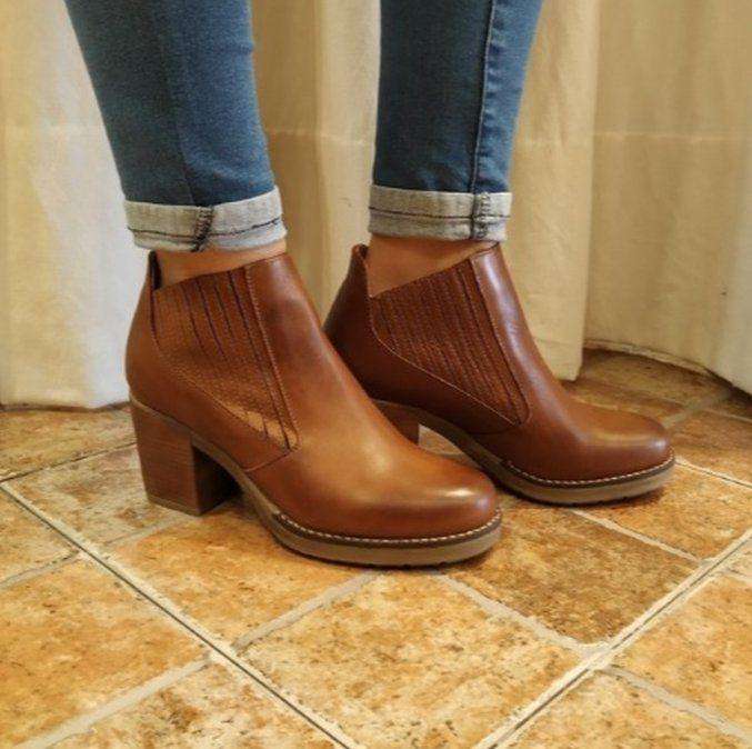 Las botas y los jeans son los principales ítems que conviene adquirir en las liquidaciones