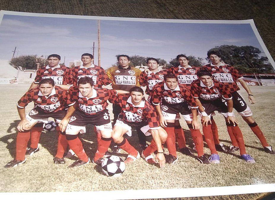 El equipo de Alem que se consagró campeón provincial en 2006 de la mano de Marcelo Alamo.