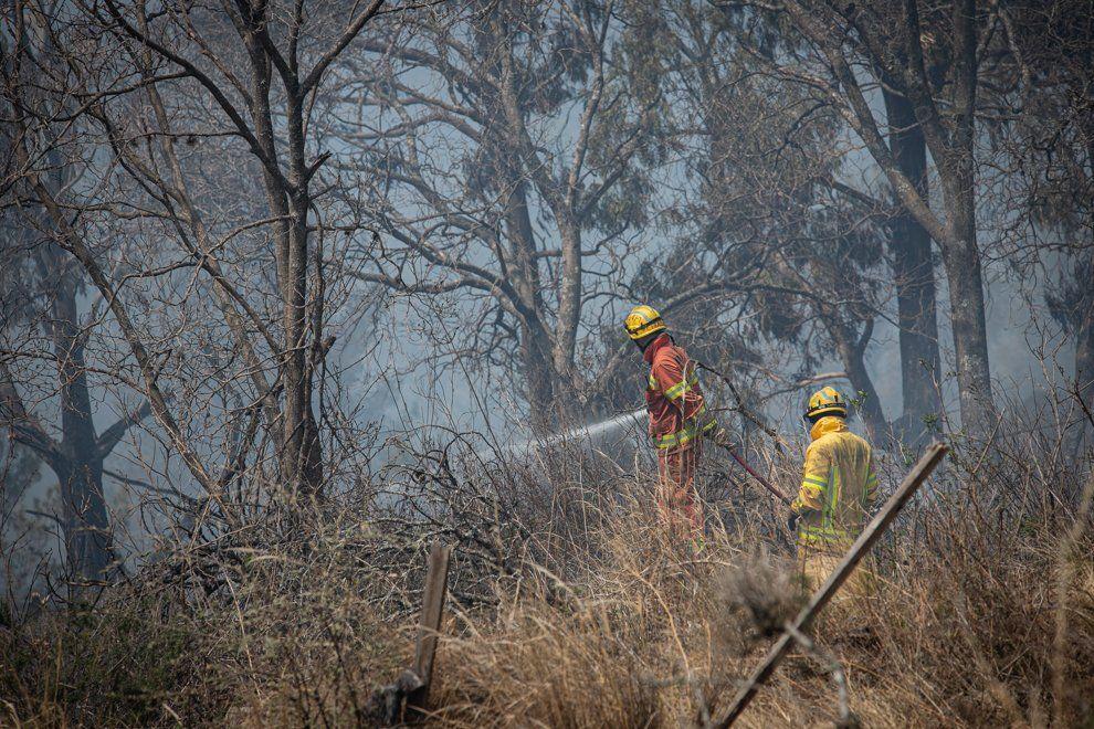 Dos personas fueron detenidas acusadas del incendio ocurrido en unos campos privados en agosto pasado.