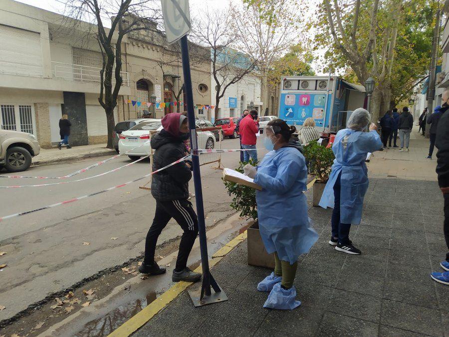 Los centros de testeos ya no se ven abarrotados como semanas atrás. Bajó la cantidad de contagios en la ciudad.