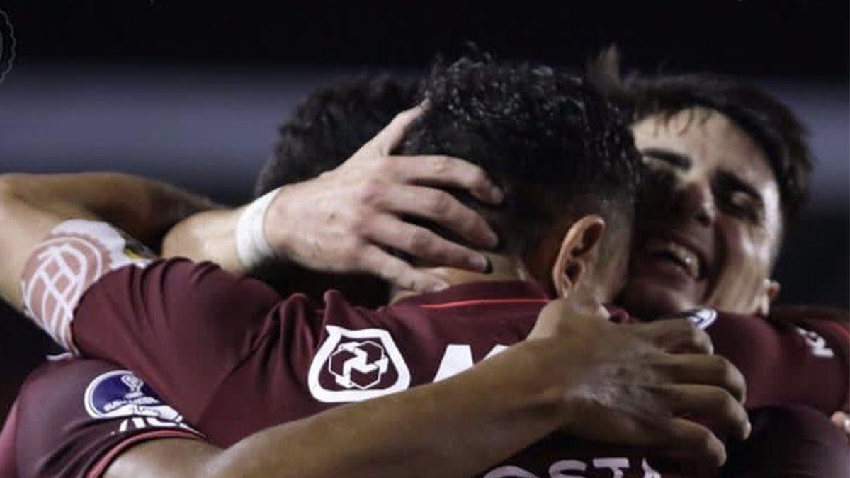 Lanús y Vélez van por la final de la Sudamericana