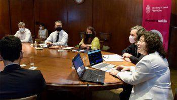 Vacunación para docentes: el personal de las escuelas será dividido en 5 grupos prioritarios