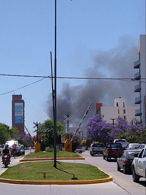Incendio en una obra  al frente de  la terminal