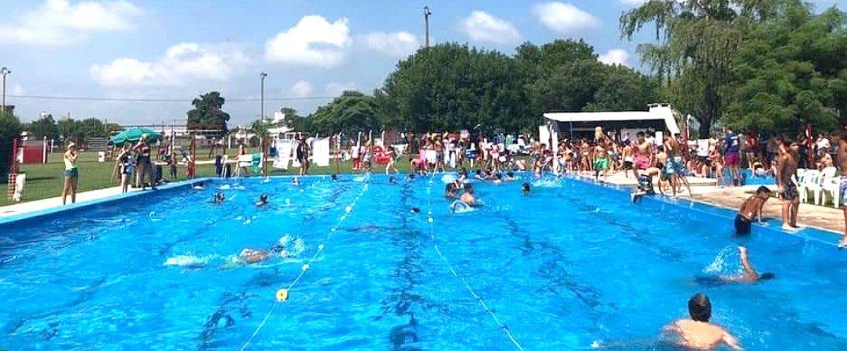 """La pileta y la zona de asadores es uno de los grandes atractivos en la temporada de verano. """"Es difícil que se habilite el natatorio el próximo año""""."""