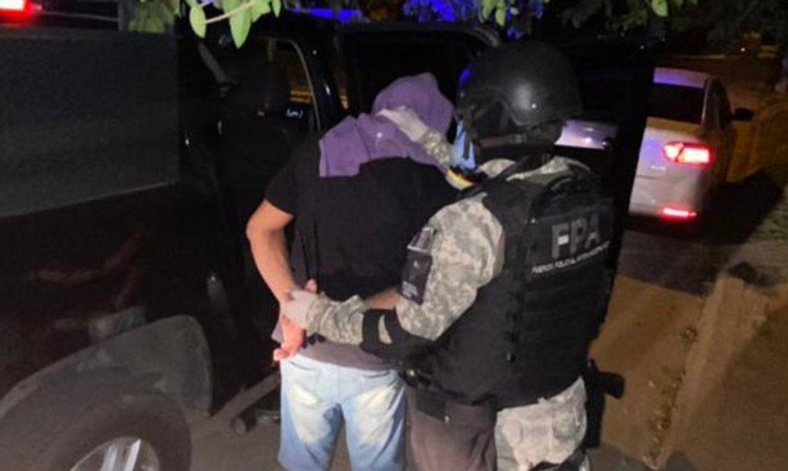 Cayó cuando intentó fugar de la FPA: secuestran más de 200 dosis de marihuana