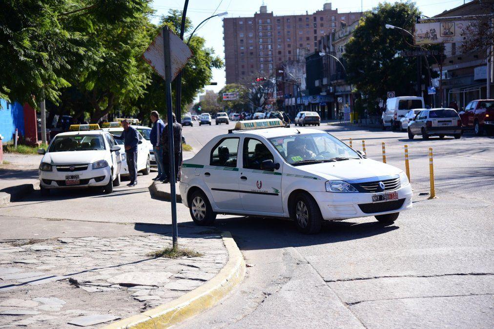 Taxistas no se movilizaron por el mal tiempo y se reunieron con concejales