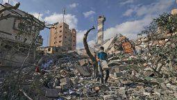 Mientras se intensifican los combates, los insumos médicos, el combustible y el agua comienzan a escasear en Gaza. Unos 58.000 residentes del enclave huyeron de sus casas.