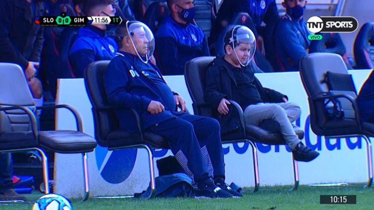 Maradona y su hijo lucieron unas máscaras muy particulares