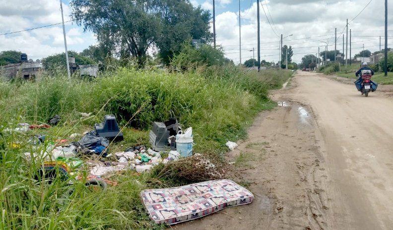 Polémica por pastizales y basura en el barrio Nicolás Avellaneda