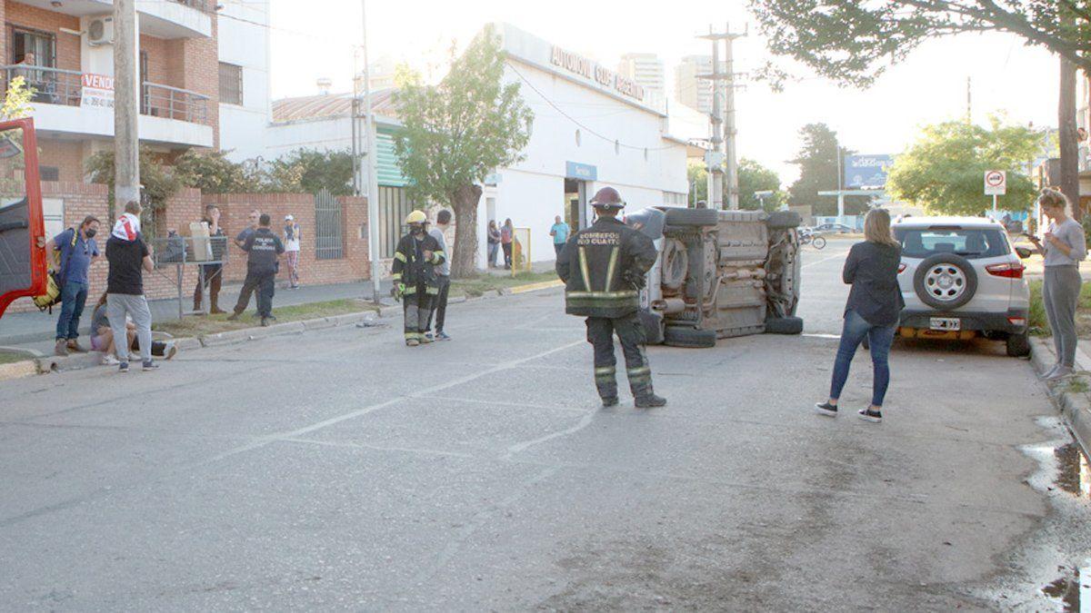 La conductora del automóvil fue trasladada al Hospital.