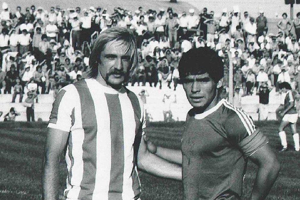"""José Omar Reinaldi fue el único que pudo sacarse una foto personal con Diego Maradona. La """"Pepona"""" jugaba en Talleres"""