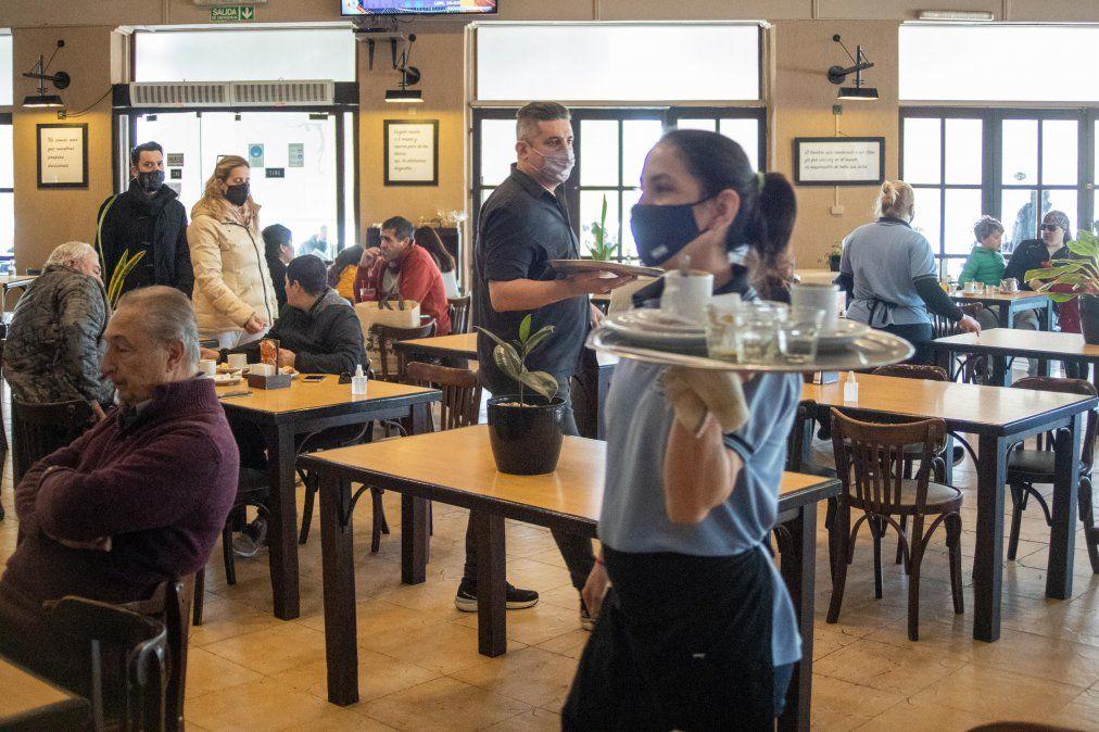 Los gastronómicos podrán acceder a una ayuda económica no reembolsable de cien mil pesos.