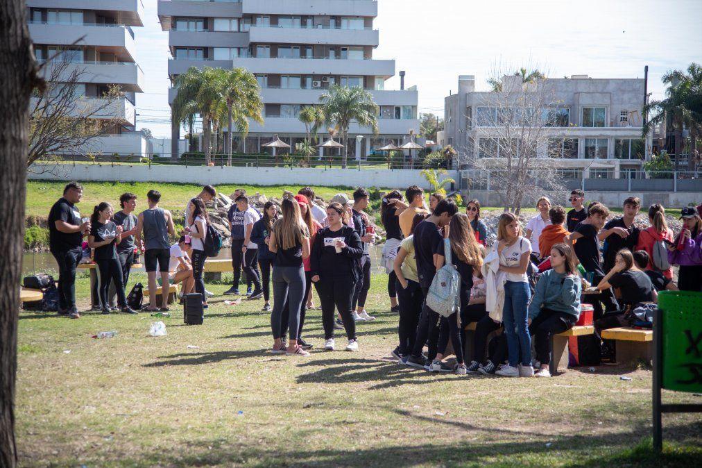 Los jóvenes optaron en ir a la Costanera con el grupo del colegio