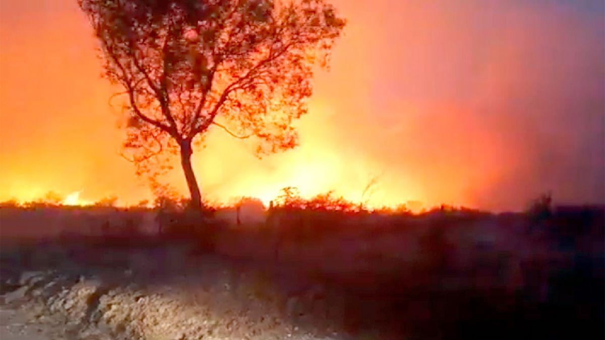 Arduo trabajo de bomberos contra incendios originados ayer en el Valle de Punilla