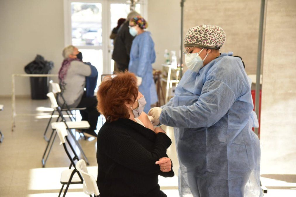 Se vacunaron en Villa María el fin de semana 1.121 personas con primeras y segundas dosis.