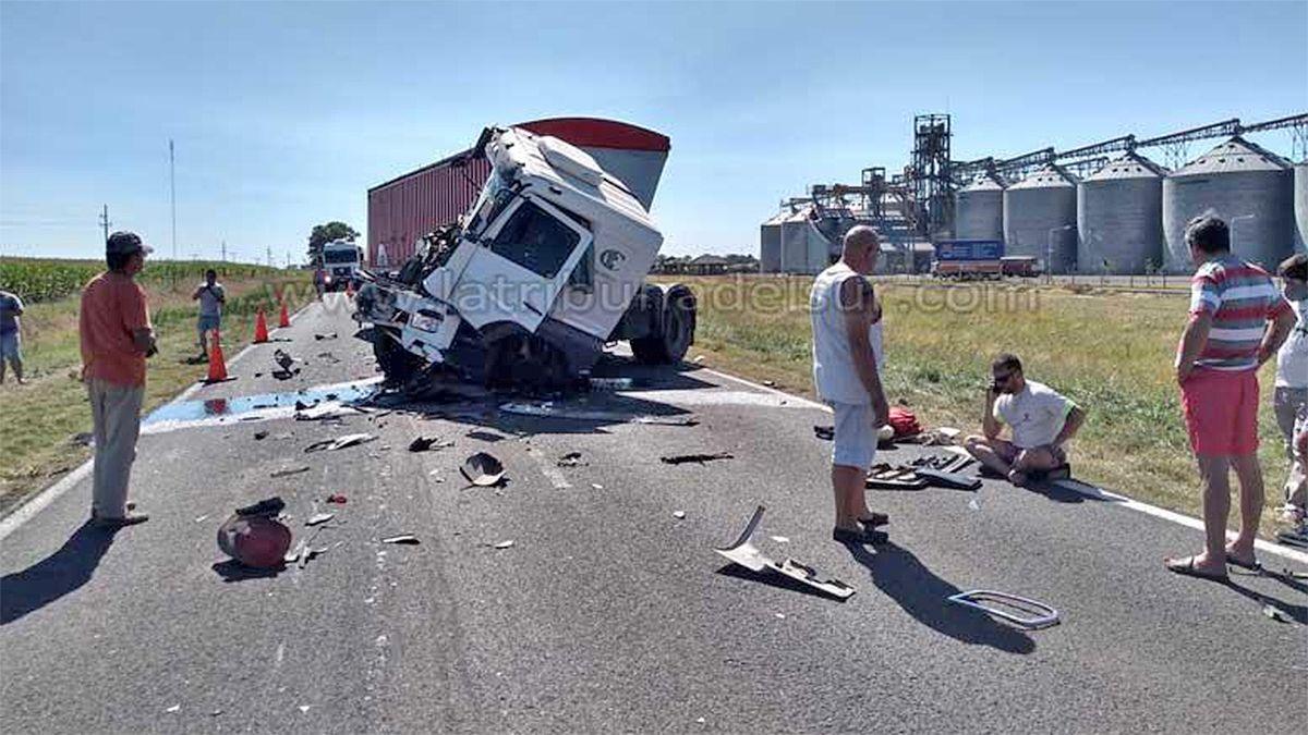 La unidad registró importantes daños en la colisión por alcance contra un camión cisterna. (Foto: LaTribunaDelSur.com)