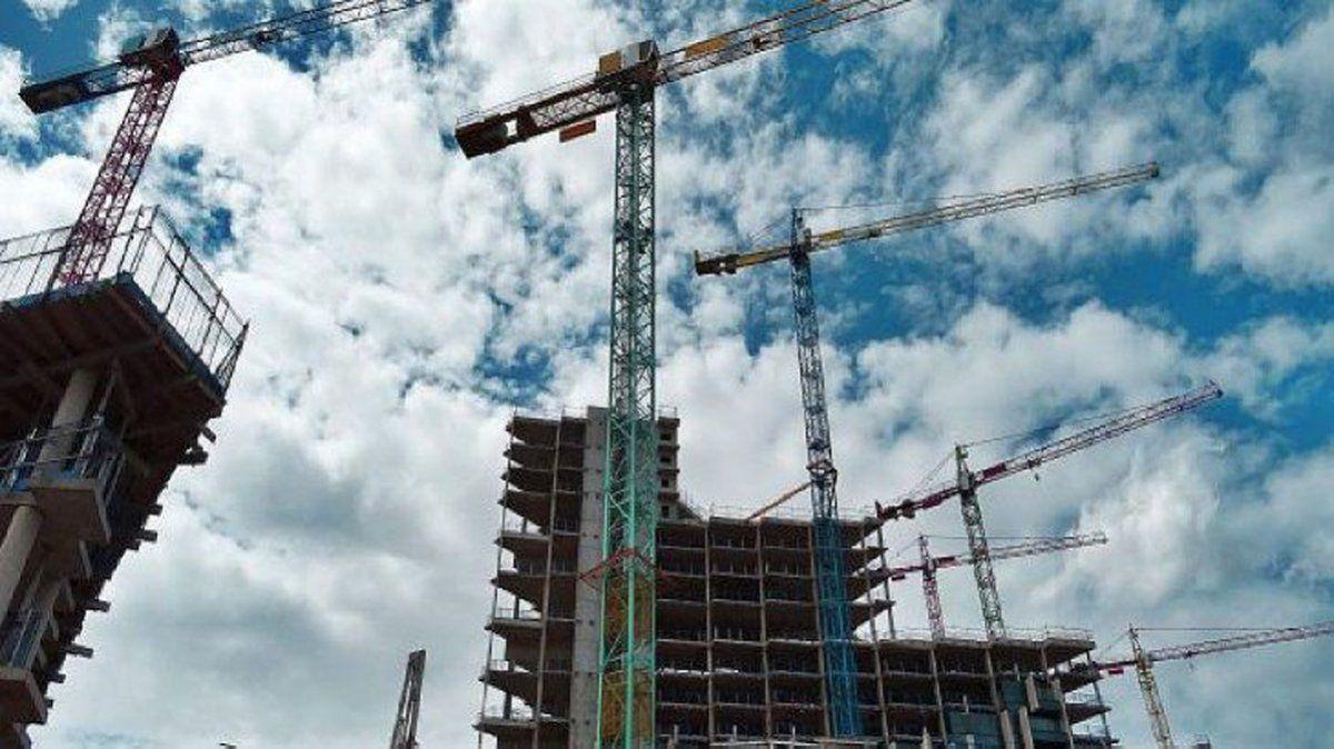 La construcción desaceleró en septiembre el ritmo de la caída y retrocedió 3,9%