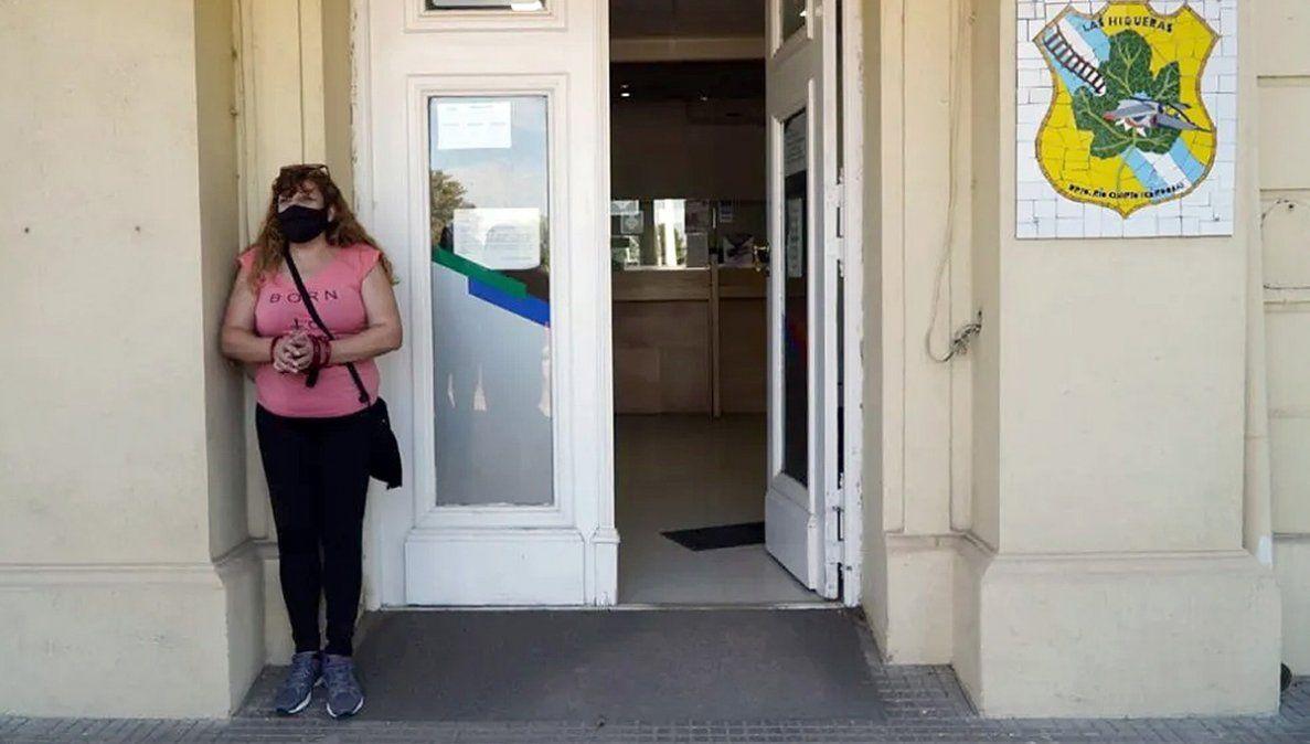 Las Higueras: la mujer que se encadenó acusa al secretario de Gobierno de golpearla