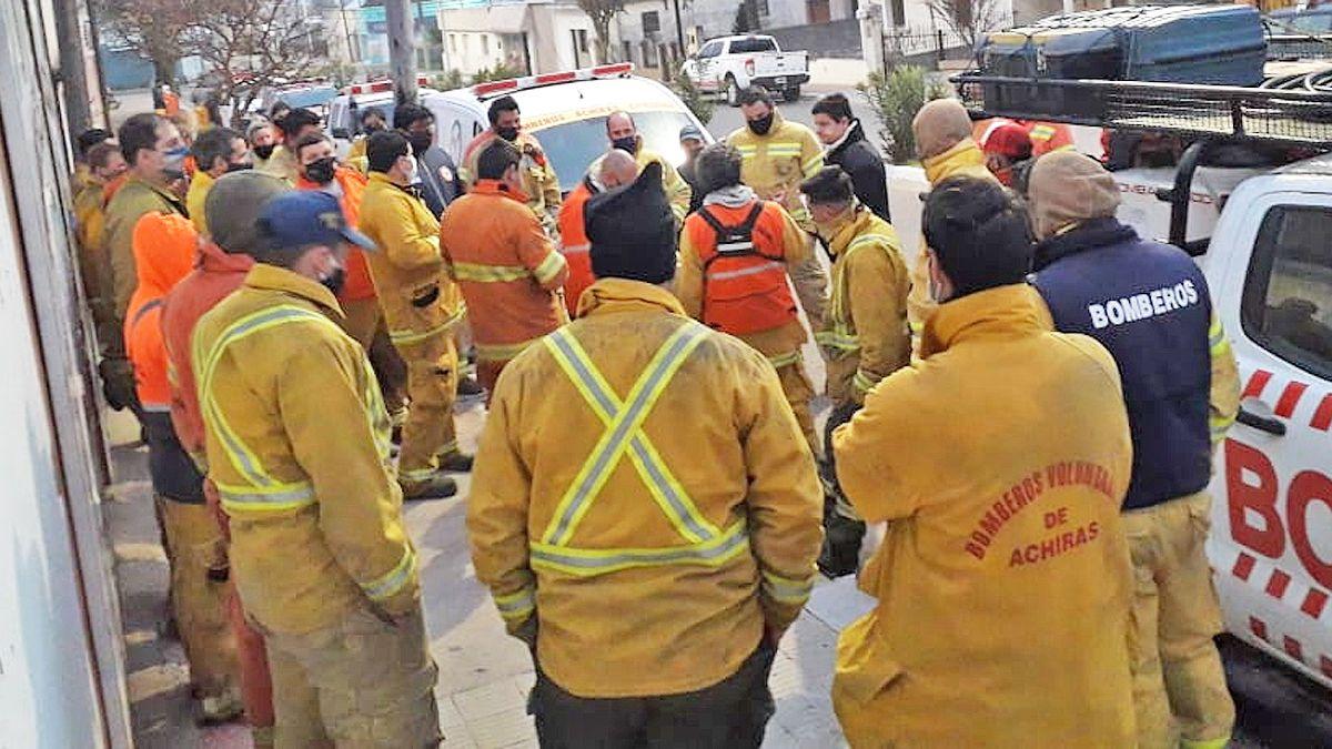 Los bomberos voluntarios de la provincia piden vacunarse contra el Covid-19.