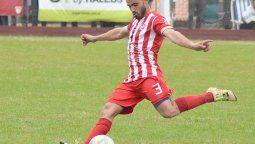 La franja izquierda de Atlético Ticino cuenta con máxima seguridad defensiva, más salida clara y gran proyección en ataque. Es el aporte de Javier Bergese.