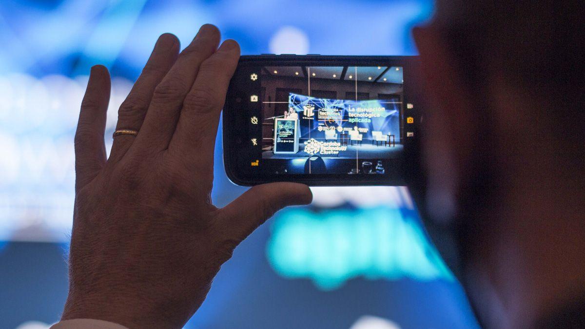 El uso de las tecnologías en el nuevo escenario tras la pandemia fue clave en el debate durante la Semana TIC de este año.