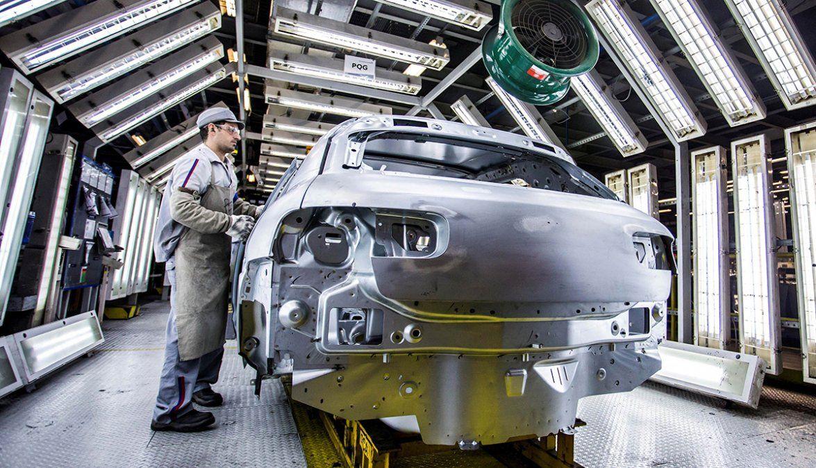 La producción industrial cayó 6,3% en el 2020, pero se está recuperando