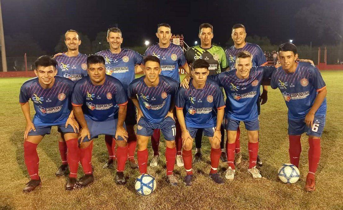 El equipo de Hipólito Yrigoyen de Tío Pujio que disputó el amistoso con Atlético Ticino. Hoy debuta de visitante ante Deportivo Silvio Pellico.