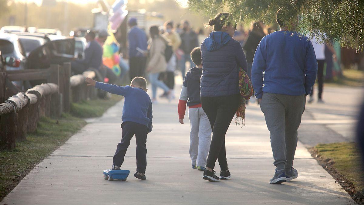 La familia disfrutó del aire libre en el Parque del Centro Cívico.