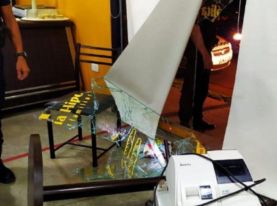 Otro ataque a un local: rompieron la vidriera de una panadería