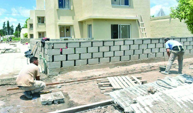 Avanza la construcción de 53 casas en barrio Evita y Los Olmos