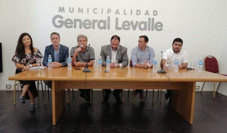 La Provincia se comprometió a continuar la pavimentación entre Levalle y Adelia María