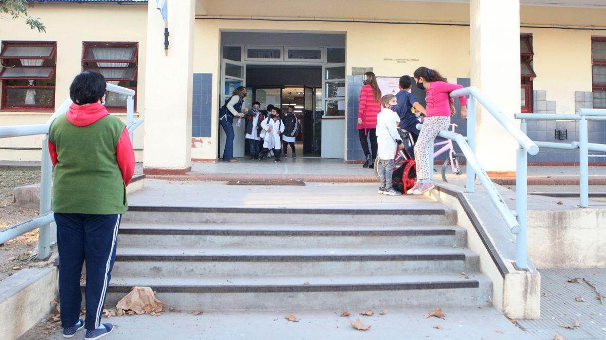 Desde este lunes regresan las clases presenciales en la provincia.
