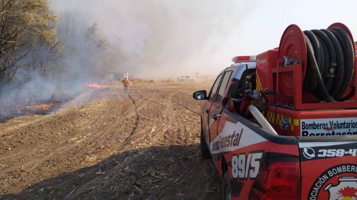 Un incendio en un campo al norte de Berrotarán fue contenido por bomberos de la regiónFoto: Bomberos Berrotarán