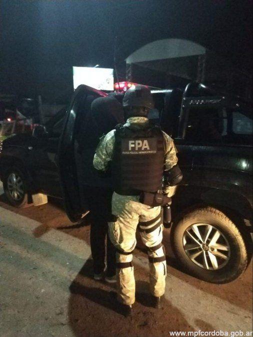 Efectivos de la Fuerza Policial Antinarcotráfico cerraron un punto de venta de drogas y detuvieron a tres personas.