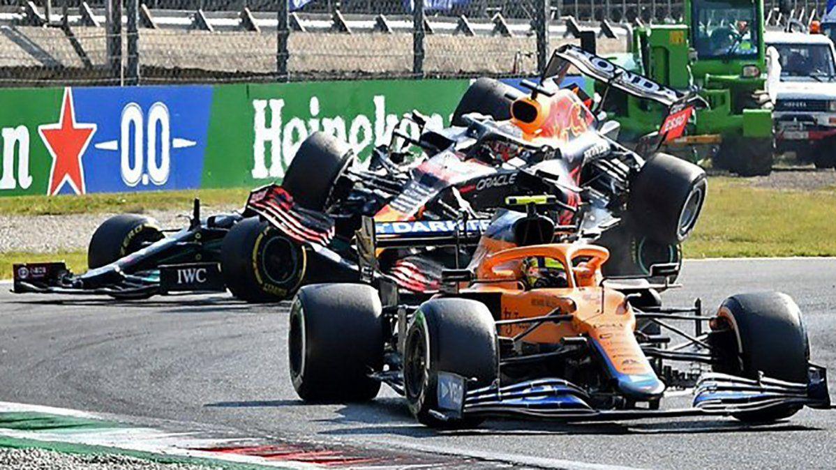 Sancionaron a Verstappen por el toque con Hamilton