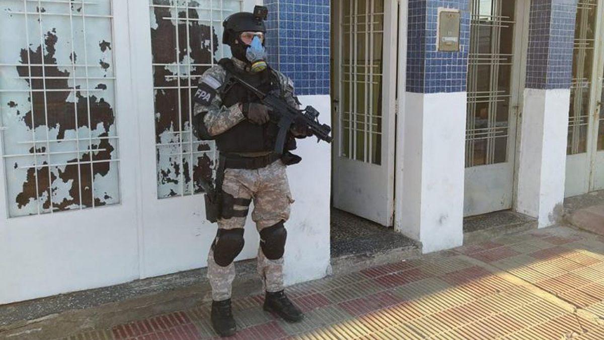Los allanamientos se llevaron a cabo sobre calles Juan Más al 200 y Capdevilla al 100 de barrio Empleados de Comercio.