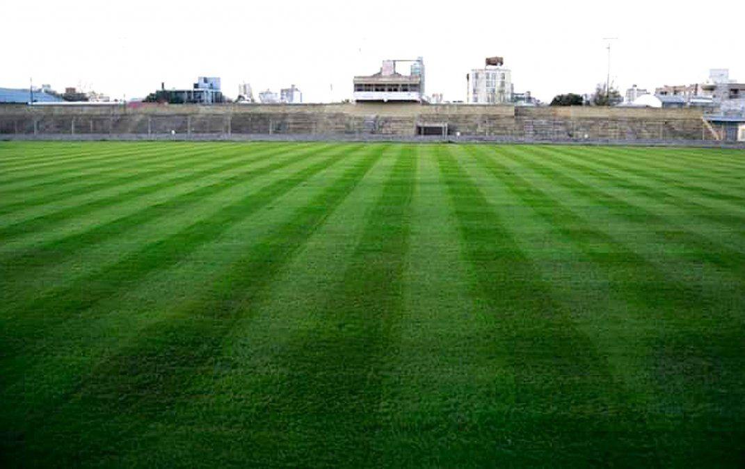 Un escenario vacío. El estadio de tantas gestas gloriosas de nuestro fútbol espera por su regreso. El piso fue resembrado.