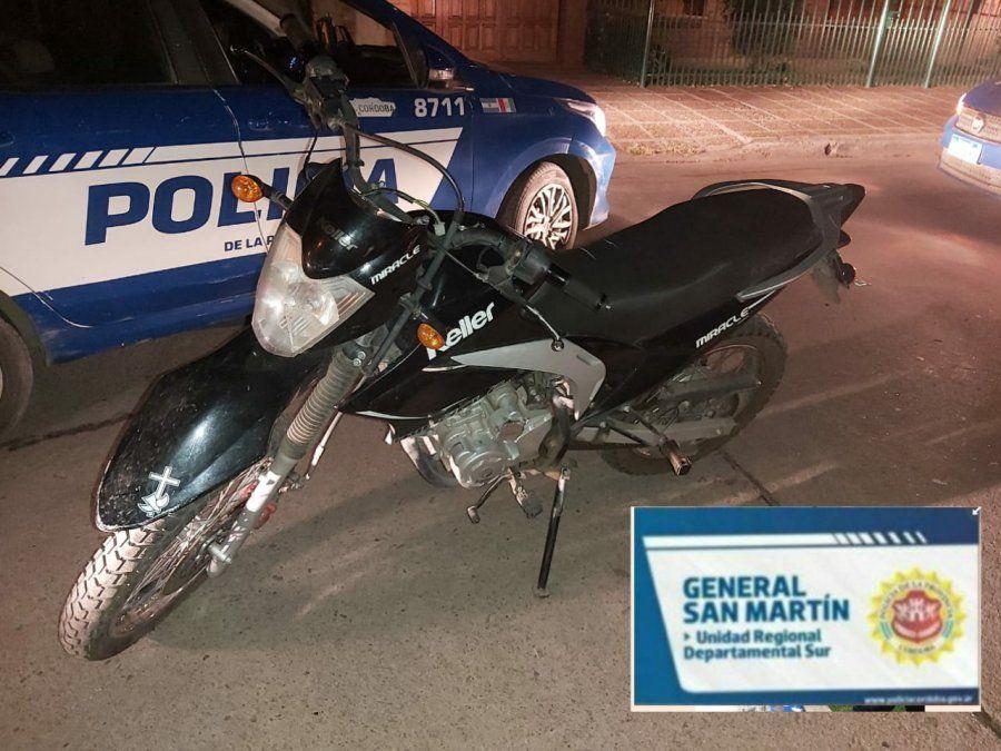 Un menor detenido por robar una motocicleta