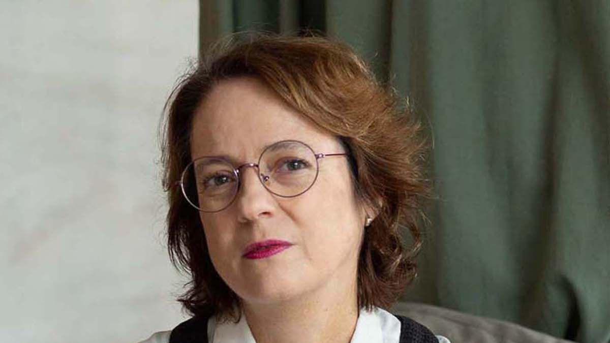 Marta Sanz editó pequeñas mujeres rojas.