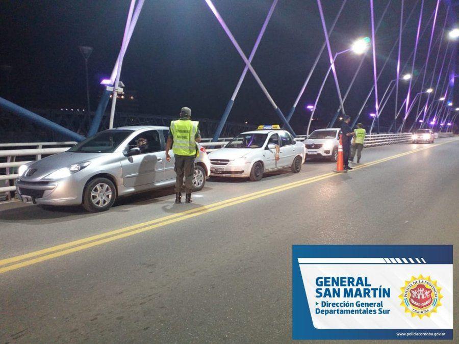 Se controlaron más de 80 vehículos en el operativo nocturno de ambas Villas
