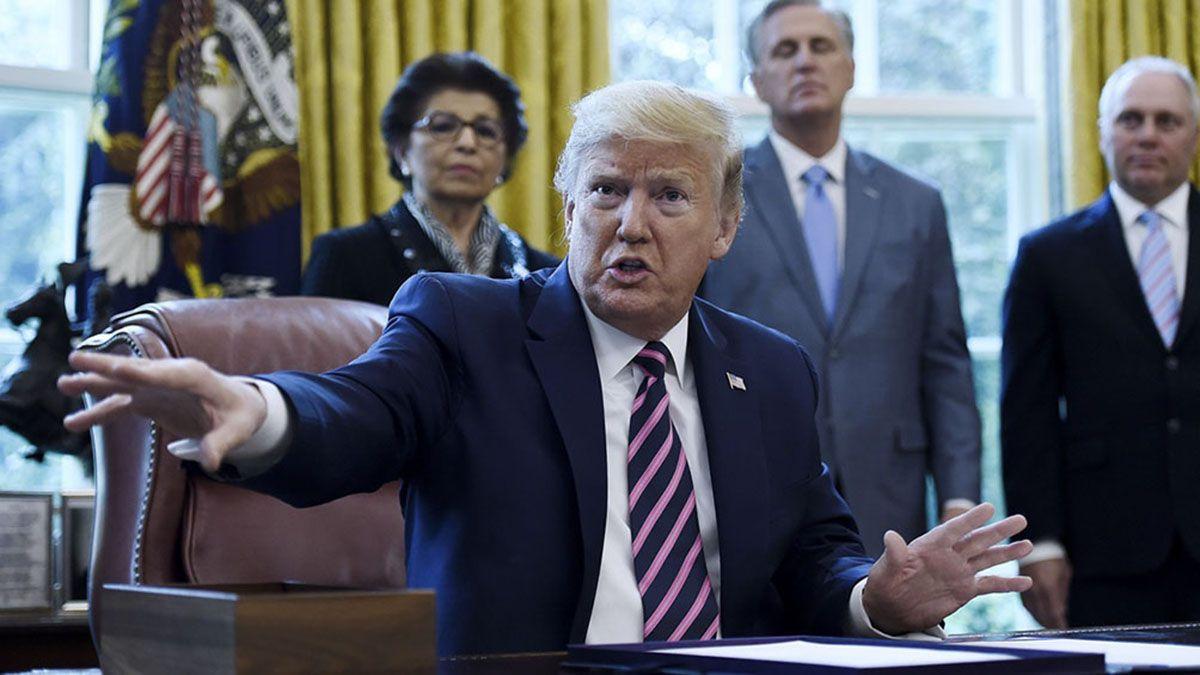 Trump tildó de absolutamente ridículo el intento de juicio político en su contra