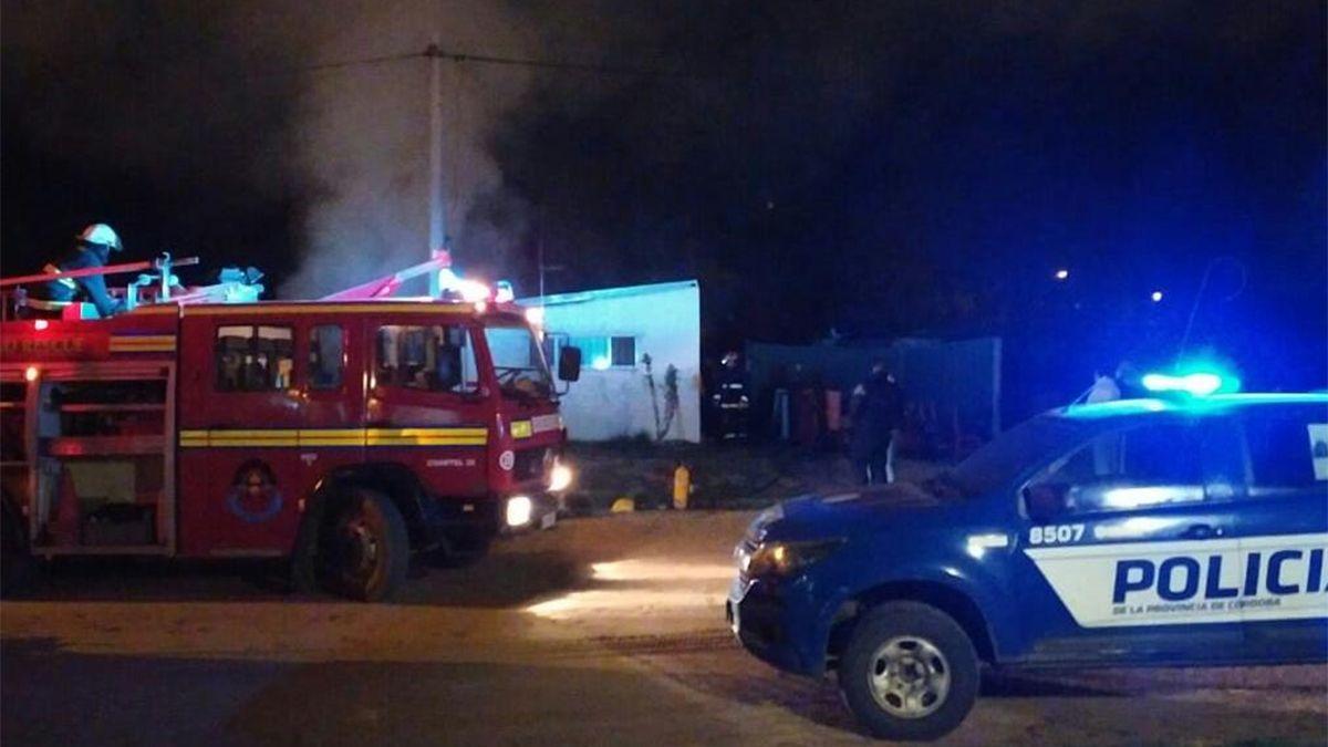 El incendio de la vivienda y el automóvil se registró este miércoles en Vicuña Mackenna