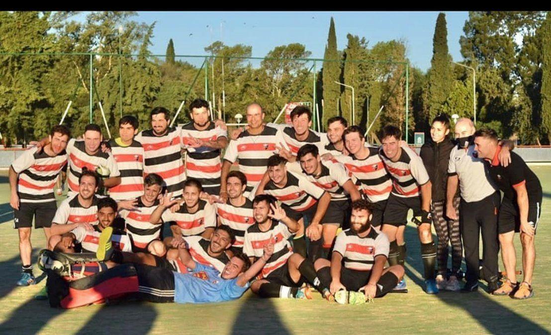 Delirio. Los jugadores de San Martín festejan el título logrado en cancha de Jockey Club ante Talleres de Córdoba.