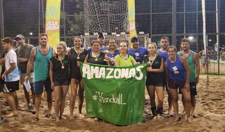 Handball y beach vóley en la Costanera