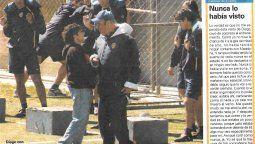 David Reano escribió una columna en Olé, en una de las 2 visitas que realizó Diego Maradona cuando el jugador de La Palestina militaba en Boca. En la imagen, con Basile.