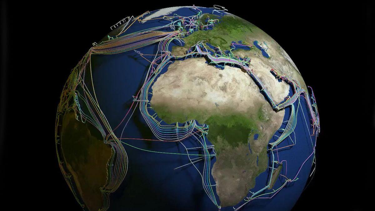 El mapa mundial de tendido submarino de fibra óptica.