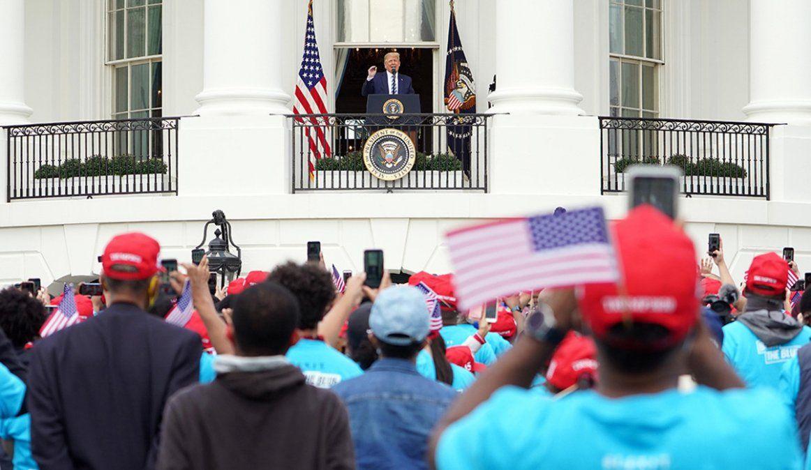 Diez días después de su contagio, Trump retomó la campaña en la Casa Blanca