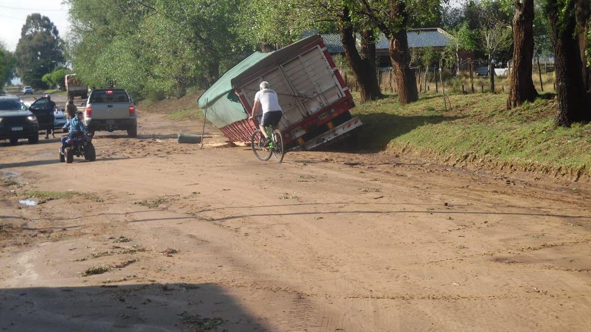 Las autoridades tuvieron que asistir a familias a las que el agua les entró en las viviendas.