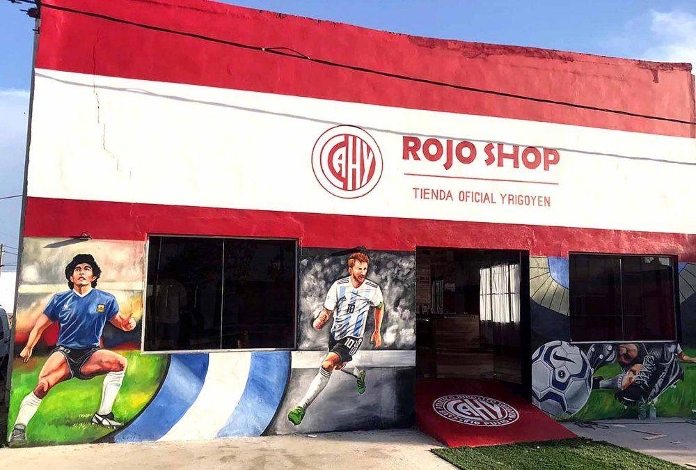 """Flavio Morre comentó que """"la fachada es obra de Deolindo Almada. Rojo Shop revolucionó Tío Pujio"""". Hoy inaugura"""