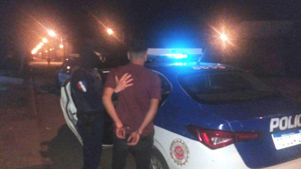 Un joven fue aprehendido por organizar una fiesta en barrio San Martín.
